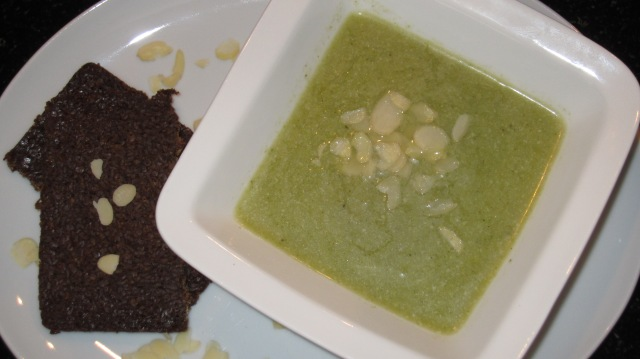 Brokkoli-Lauch-Suppe mit Kokosmilch