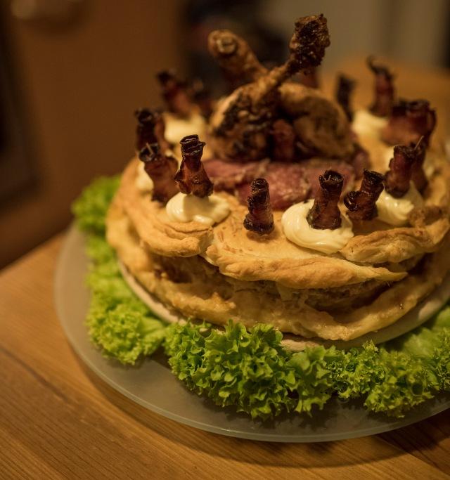 Fleischtorte mit Baconröschen